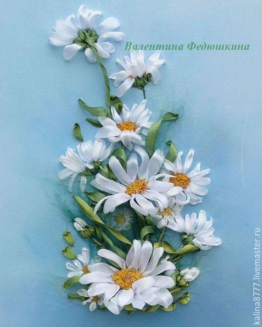 Картины цветов ручной работы. Ярмарка Мастеров - ручная работа. Купить Картина вышитая лентами Милые ромашки (белый голубой). Handmade.