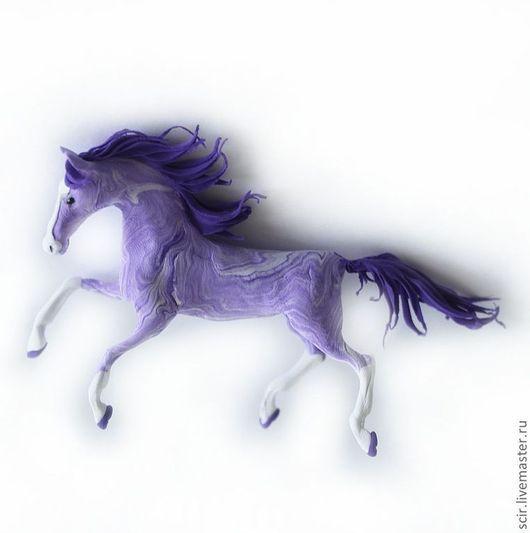 """Статуэтки ручной работы. Ярмарка Мастеров - ручная работа. Купить фигурка маленькая """"Сиреневая лошадь бежит"""" (фиалковая лошадь). Handmade."""