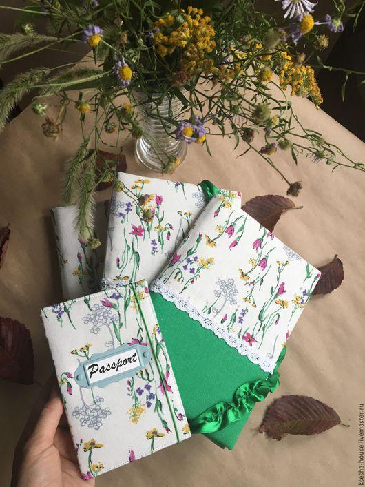 """Обложки ручной работы. Ярмарка Мастеров - ручная работа. Купить Холдер для документов """"Полевые цветы"""". Handmade. Тёмно-зелёный"""
