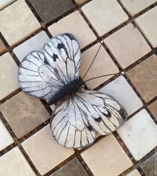 """Броши ручной работы. Ярмарка Мастеров - ручная работа. Купить Брошь из кожи """"Бабочка"""". Handmade. Белый, брошь ручной работы"""