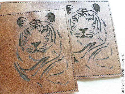 Обложка для паспорта Тигр 2. Кожаная обложка на паспорт