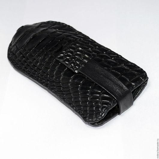 Ключницу изготовить можно в нескольких вариациях: Кожа крокодила с одной стороны, с двух сторон и  шнур из кожи крокодила. Площадь кожи крокодила влияет на цену: больше крокодила - больше цена.