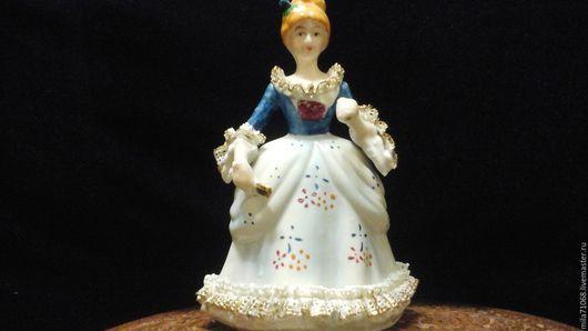Винтажные предметы интерьера. Ярмарка Мастеров - ручная работа. Купить Фарфоровая статуэтка Дама с веером .Отоожено. Handmade. Тёмно-синий