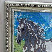 Картины и панно ручной работы. Ярмарка Мастеров - ручная работа Лошадь белая бегущая по воде.Картина вышитая бисером.. Handmade.