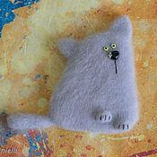 """Сувениры и подарки ручной работы. Ярмарка Мастеров - ручная работа """"Кот ромашковый, британский"""" валяный из шерсти магнит на холодильник.. Handmade."""