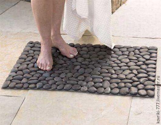 Каменный коврик из натуральной черноморской отборной гальки. Размер 70х45 см. Цена 4500 руб.