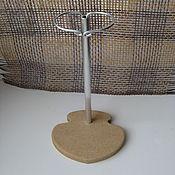 Кукольные домики ручной работы. Ярмарка Мастеров - ручная работа Подставка для кукол с держателем №18. Handmade.