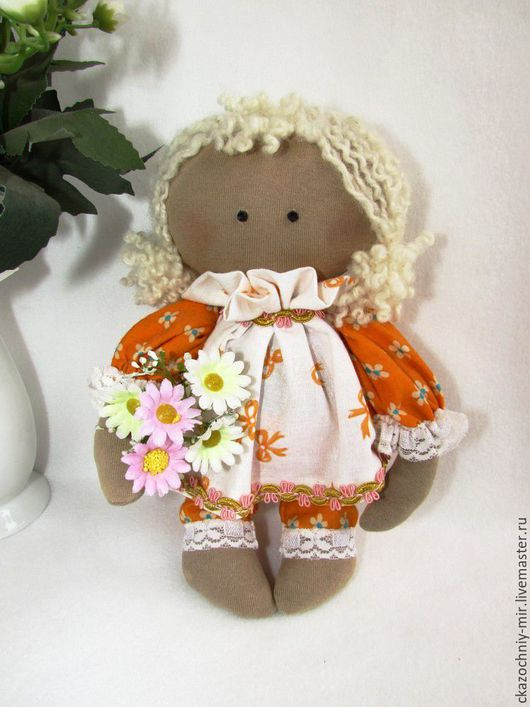 Забавные куклы и игрушки идеально подходят для того, чтобы украсить собой любое помещение или быть замечательным и неординарным подарком, а иногда становятся настоящими талисманами домашнего очага.