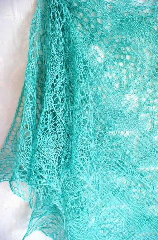 """Шали, палантины ручной работы. Ярмарка Мастеров - ручная работа. Купить Ажурная вязаная шелковая шаль сине-зелёного цвета """"Аквамарин"""". Handmade."""