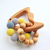 Куклы и игрушки ручной работы. Ярмарка Мастеров - ручная работа Буковый грызунок-погремушка Рыбка с двумя тактильными колечками. Handmade.