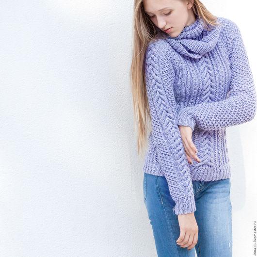 Нежный сиреневый свитер (джемпер со снудом), связанный спицами вручную. Авторская модель.