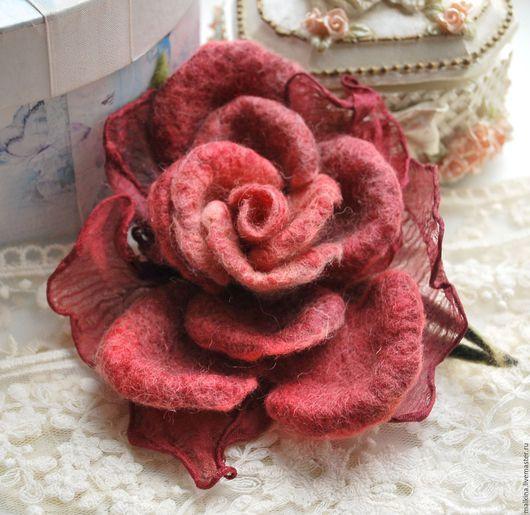 Броши ручной работы. Ярмарка Мастеров - ручная работа. Купить Войлочная роза-брошь Бархат. Handmade. Бордовый, красная брошь