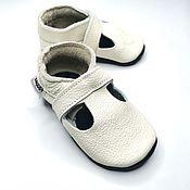 Одежда детская handmade. Livemaster - original item White Baby Sandals, Baby Shoes, Crib Shoes, Kids Sandals. Handmade.