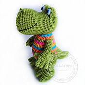 Куклы и игрушки ручной работы. Ярмарка Мастеров - ручная работа Радужный вязаный крокодил. Handmade.