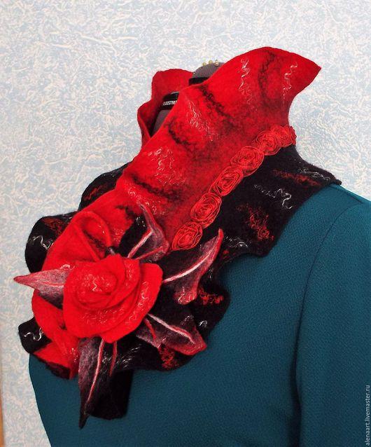 """Шарфы и шарфики ручной работы. Ярмарка Мастеров - ручная работа. Купить Горжетка """"Красная роза на чёрном"""" + брошь-цветок (резерв). Handmade."""