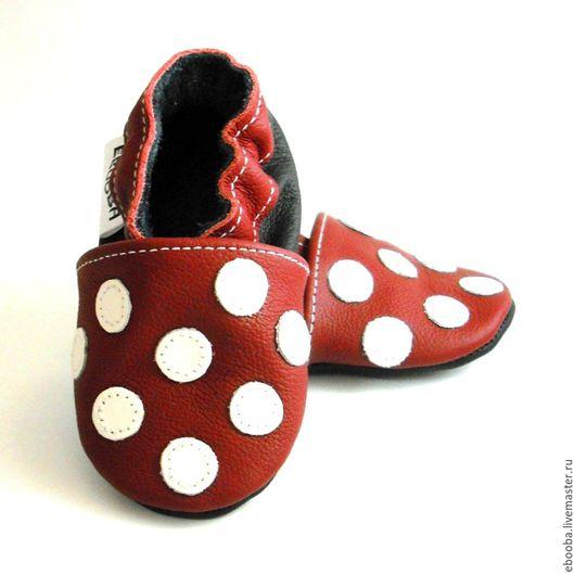 Кожаные тапочки чешки пинетки горошек кружочек белый на бордовом ebooba
