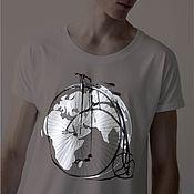 """Футболки ручной работы. Ярмарка Мастеров - ручная работа Светящиеся в темноте футболки с принтом """"весь мир на велосипеде"""". Handmade."""