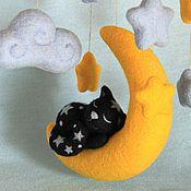 Для дома и интерьера ручной работы. Ярмарка Мастеров - ручная работа Лунный кот. Мобиль из войлока. Подвеска в детскую.. Handmade.