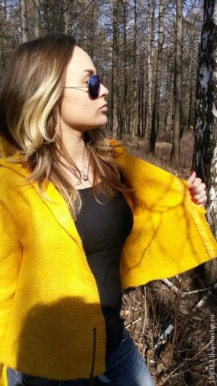 """Верхняя одежда ручной работы. Ярмарка Мастеров - ручная работа. Купить валяная курточка """"Солнце, ярче брызни!"""". Handmade. Желтый"""