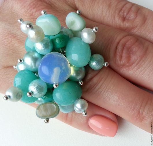 Стильное украшение – фантазийное крупное кольцо из натуральных камней модного цвета, состоящего из множества оттенков – мятный, голубой, зеленый, бирюзовый, цвет морской волны, Tiffany blue...