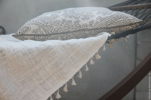 Текстиль, ковры ручной работы. Ярмарка Мастеров - ручная работа. Купить Легкое покрывальце из ткани ручной выделки с кисточками.. Handmade.