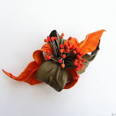 """Украшения ручной работы. Ярмарка Мастеров - ручная работа Брошь цветок из кожи """"Аромат Зимы"""" оранжевая тауп с тычинками. Handmade."""