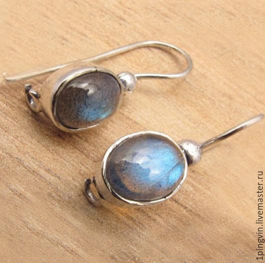 Маленькие серебряные серьги с лабрадоритом