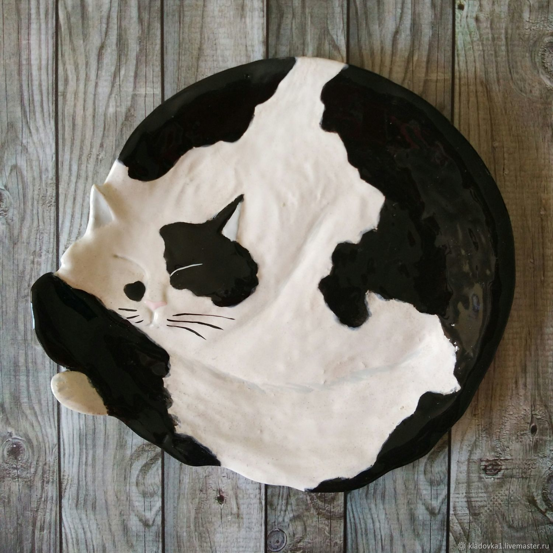 Тарелки ручной работы. Ярмарка Мастеров - ручная работа. Купить Тарелка чёрно-белый кот. Handmade. Панно кошки