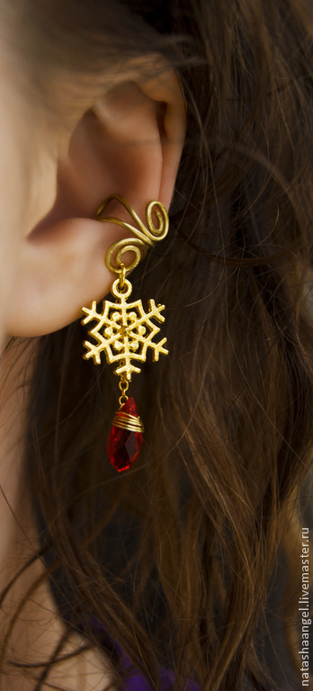 """Каффы ручной работы. Ярмарка Мастеров - ручная работа. Купить Кафф """"Снежинка"""" (красные серьги снежинки, клипсы, красно золотой цвет). Handmade."""