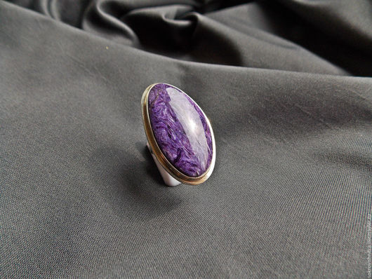 Кольцо с ярким чароитом,отличного качества в серебре `Лунная соната`.
