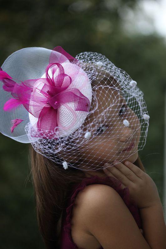 """Одежда и аксессуары ручной работы. Ярмарка Мастеров - ручная работа. Купить """"Butterfly""""-шляпка с вуалью и перьями в цвете белый/фуксия.. Handmade."""