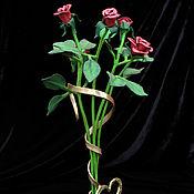 Кованый букет из красных роз, композиция
