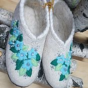 Обувь ручной работы. Ярмарка Мастеров - ручная работа Расшитые тапочки Голубые цветы, подшитые. Handmade.