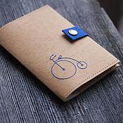 Канцелярские товары ручной работы. Ярмарка Мастеров - ручная работа Обложка на паспорт из крафт бумаги Ретро велосипед. Handmade.