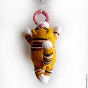 """Куклы и игрушки ручной работы. Ярмарка Мастеров - ручная работа Войлочная фигурка — """"Кот с колбасой"""". Handmade."""