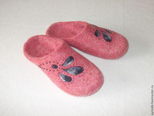 """Обувь ручной работы. Ярмарка Мастеров - ручная работа. Купить Тапочки """"Моника"""". Handmade. Коралловый, Валяние, подарок девушке, бусины"""