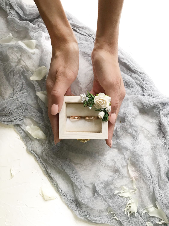 Свадебные аксессуары ручной работы. Ярмарка Мастеров - ручная работа. Купить Шкатулка для свадебных колец со стеклом и цветочным декором. Handmade.