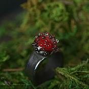 Украшения ручной работы. Ярмарка Мастеров - ручная работа Кольцо Гномья ягодка 20 размер лэмпворк стеклянное черный красный. Handmade.