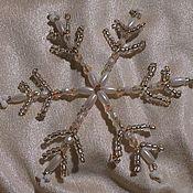 Подарки к праздникам ручной работы. Ярмарка Мастеров - ручная работа Снежинка из бисера и бусин. Handmade.