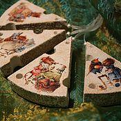 """Год Крысы ручной работы. Ярмарка Мастеров - ручная работа Игрушки на ёлку """"Сырные кусочки с мышками"""". Handmade."""