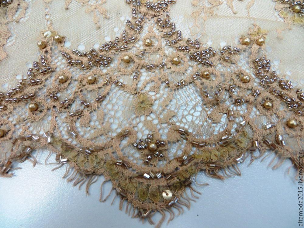 Платья с кружевом и бисером