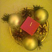 Подарки к праздникам ручной работы. Ярмарка Мастеров - ручная работа новогодний сувенир с сосновыми шишками и новогодней свечей. Handmade.