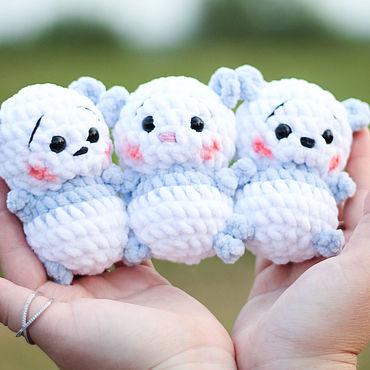 Куклы и игрушки ручной работы. Ярмарка Мастеров - ручная работа Вязаная панда. Игрушка в ладошке. Handmade.