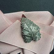 Украшения ручной работы. Ярмарка Мастеров - ручная работа Лист Крапива брошь, живой лист, медь, серебрение, патина. Handmade.