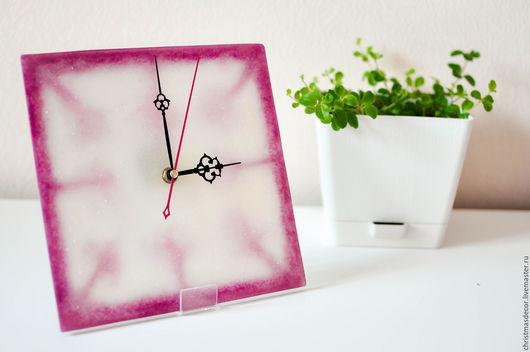 Квадратные часы лаконично смотрятся на офисном столе или на стене, в гостиной вашего дома или на кухне! Настенные часы можно разместить в кабинете и в комнате. часы в комнату, настенные часы