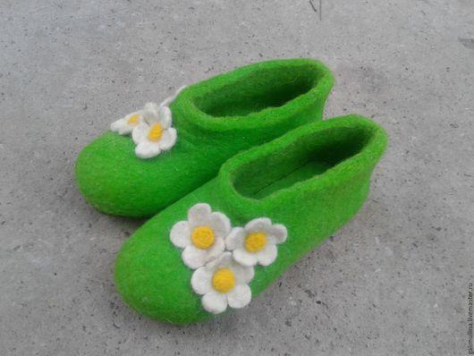 Обувь ручной работы. Ярмарка Мастеров - ручная работа. Купить Валяные тапочки. Handmade. Ярко-зелёный, тапочки, тапочки из войлока