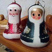 Подарки к праздникам ручной работы. Ярмарка Мастеров - ручная работа Колокол на елку Дед мороз и снегурочка. Handmade.