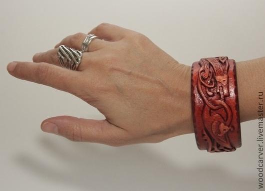 Браслеты ручной работы. Ярмарка Мастеров - ручная работа. Купить Деревянный браслет. Handmade. Бордовый, дерево, подарок, подарок подруге
