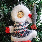 """Подарки к праздникам ручной работы. Ярмарка Мастеров - ручная работа """"Якут с рыбой""""  ёлочная игрушка. Handmade."""