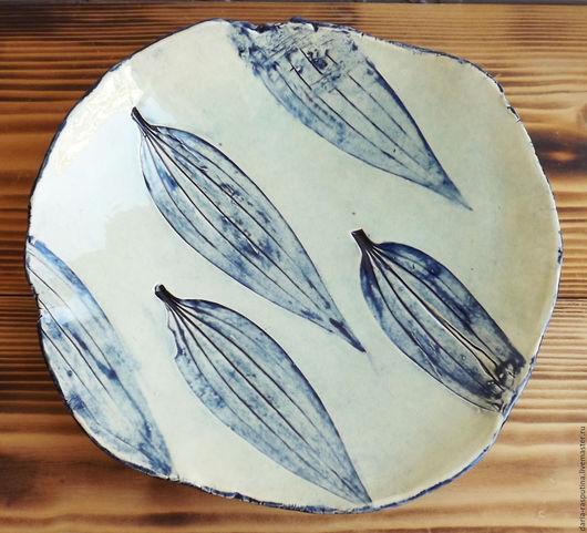 """Тарелки ручной работы. Ярмарка Мастеров - ручная работа. Купить Тарелка """"Листья"""". Handmade. Белый, посуда, керамическая тарелка, листья"""